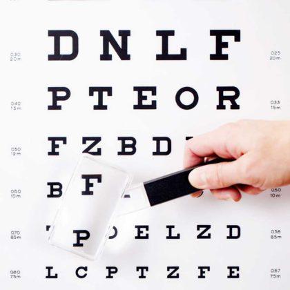Vergrößernde Sehhilfe